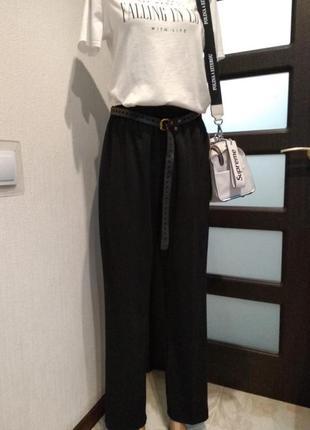 Черные базовые укороченные брюки штаны капри бананы