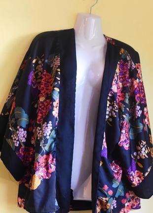 Брендовый стильный  пиджак кимоно h&m в цветы шикарной расцветки