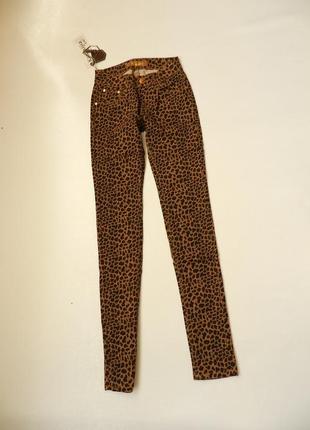 Классные модднявые джинсы леопардовый принт стрейч,тонкие на лето-осень