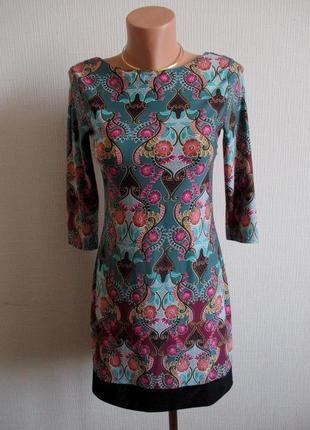 Распродажа! трикотажное платье в яркий принт atmosphere