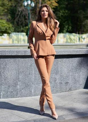 Бежевый коричневый женский деловой костюм-двойка с жакетом (3976 jdnn)