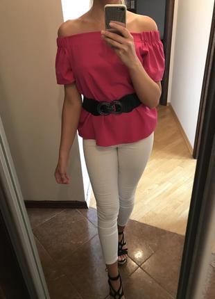 Блуза з голими плечима