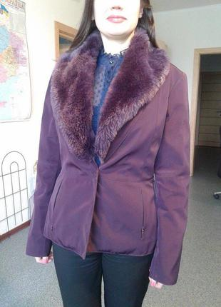 Курточка-пиджак цвета марсала