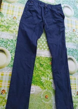 Тоненькие  синие брюки  катон джинсы, очень классные и  приятные телу, тянуться