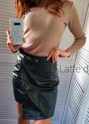 Черная кожаная юбка с асимметрией