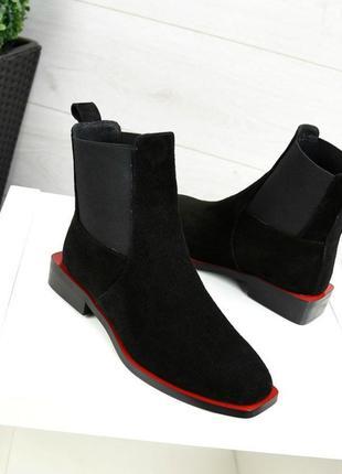 Женские ботинки черные на низком квадратном каблуке натуральная замша tata 1-1