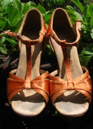 Танцевальные туфли eckse 210