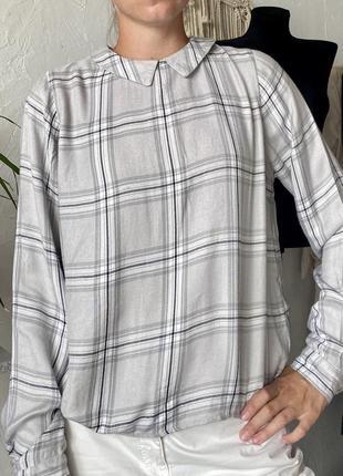 Блуза-рубашка серая в клетку, сзади застежка на пуговицах, укорочена. m&s. limited.