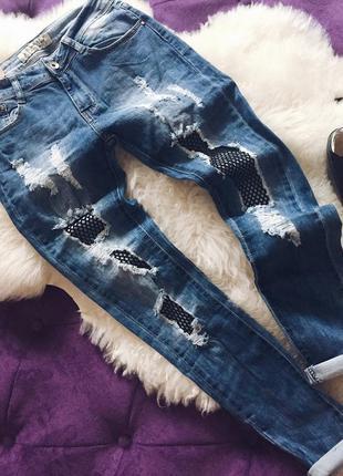 Трендовые рваные джинсы с подкладкой сеткой в наличии всего одна ростовка
