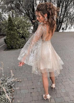 Платье в блёстки