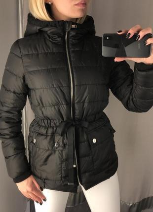 Стёганая куртка с капюшоном. amisu. размеры уточняйте.
