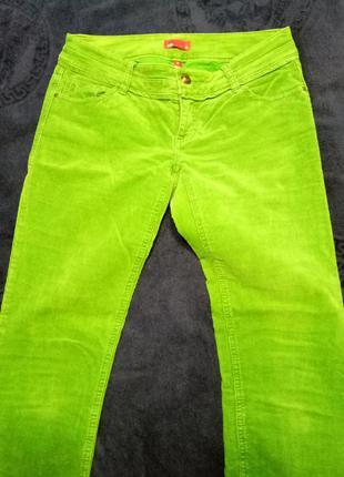 Яркие вельветовые брюки
