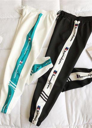 Спортивные штаны с яркими широкими полосками