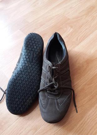 Кросівки фірми medicus