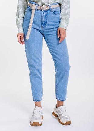 Женские джинсы мом укороченные