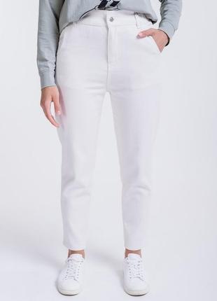 Коттоновые джинсы женские с карманами