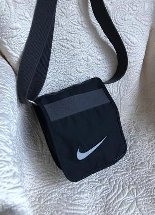 Практичная небольшая спортивная сумка сумочка кросс боди nike
