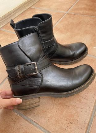 Ботиночки на осень с ремешком