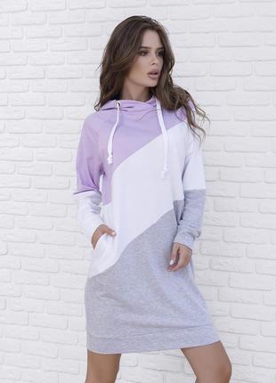 Спортивное трикотажное платье с капюшоном