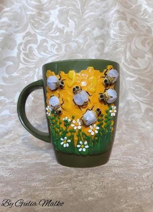 Чашка с пчелами