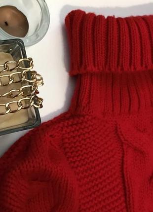 Яркий вязаный свитер