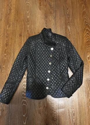 Стильная легкая демисезонная стеганная курточка куртка gina bacconi