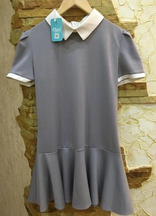 Серое платье с белым воротником