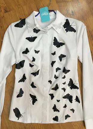 Белая блузка рубашка с бабочками