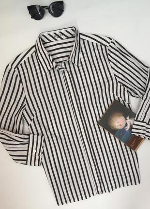 Рубашка в чёрно- белую вертикальную полоску