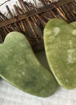Нефритовий гуаша для масажу обличчя