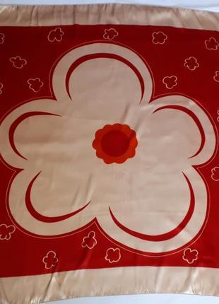 Стильный большой итальянский платок ( 92 см на 89 см)