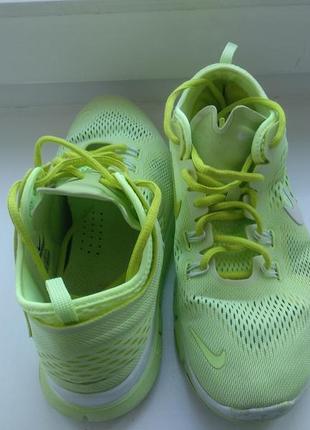 Продам удобные и эффектные кроссовки nike