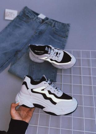 Кроссовки со светящейся полоской в темноте
