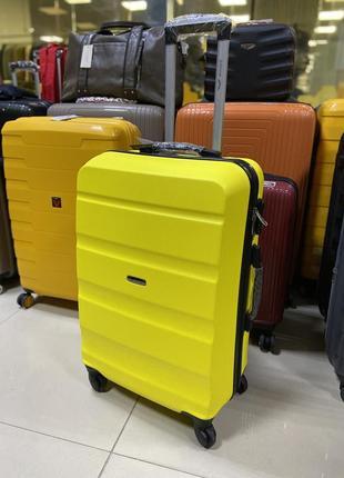 Средний чемодан желтый wings польша