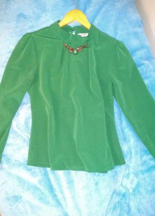 Блузка зеленая нарядная
