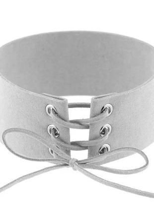 Ожерелье чокер на шнурке широкий серый