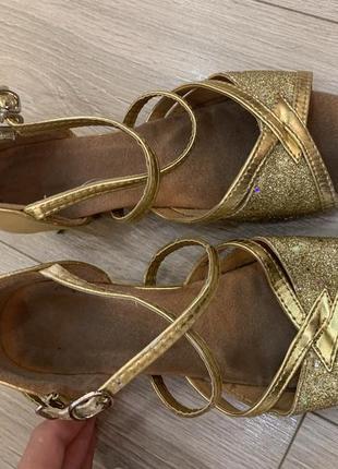 Золотистые танцевальные туфли для девочки