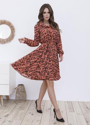 Коралловое платье на пуговицах
