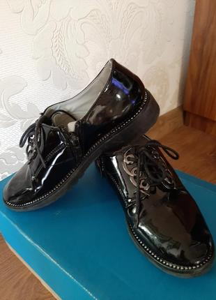 Черные туфли на девочку