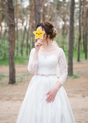 Свадебное платье , а силуэта