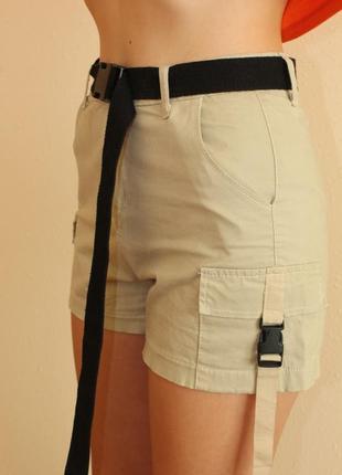 Короткие женские шорты с поясом