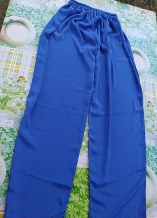 Синие шелковые брюки