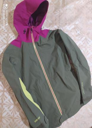 Женская треккинговая водоотталкивающая куртка на gore-tex burton