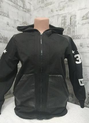 Черная спортивная кофта, тоненькая, хорошая для школы  на ежедневку