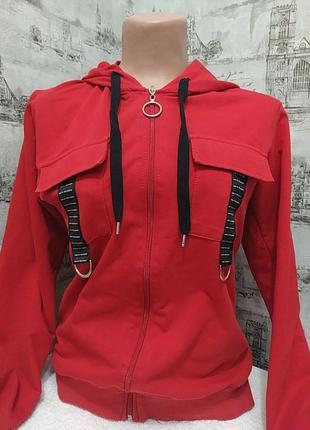 Красная спортивная кофта, тоненькая, хорошая для школы  на ежедневку