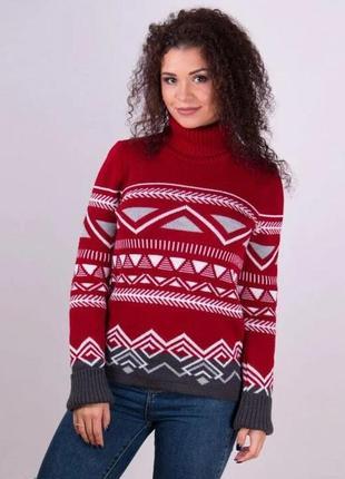 Теплый вишневый свитер с орнаментом