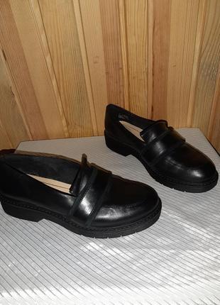 Чёрные кожаные туфли лоферы с замшевыми вставками на низком ходу