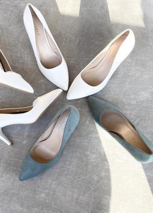 Базовые белые лодочки/ туфли на каблуке