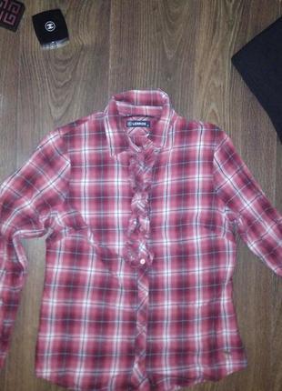 Красивая клечатая рубашка с рюшой спереди
