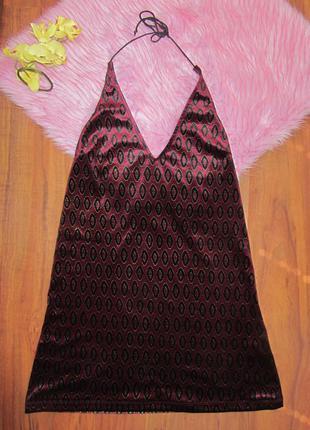 Актуальное велюровое платье с открытой спиной